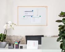 Magnetická tabule AVELI 90x60 cm, dřevěný rám