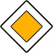 Dopravní značka Hlavní pozemní komunikace (P2)