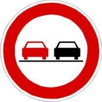 Dopravní značka Zákaz předjíždění (B21a)